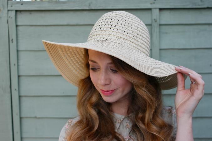 accessorise straw hat