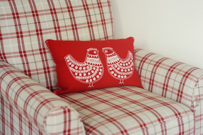 red cushion birds