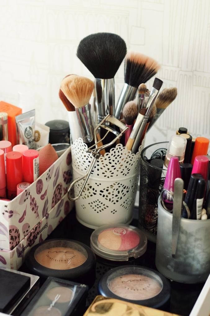 Makeup Pot
