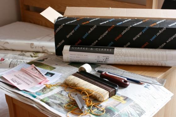 Wallpapering equipment