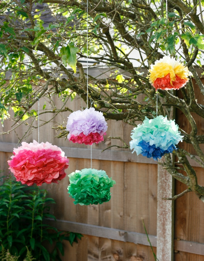 DIY tissue pompoms