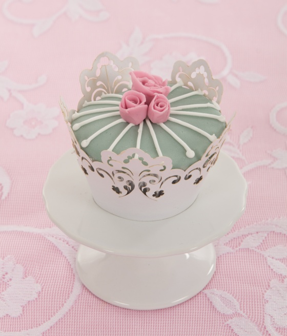 sugar paste wedding cupcakes