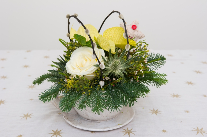 DIY: How to make a Christmas tea cup posy