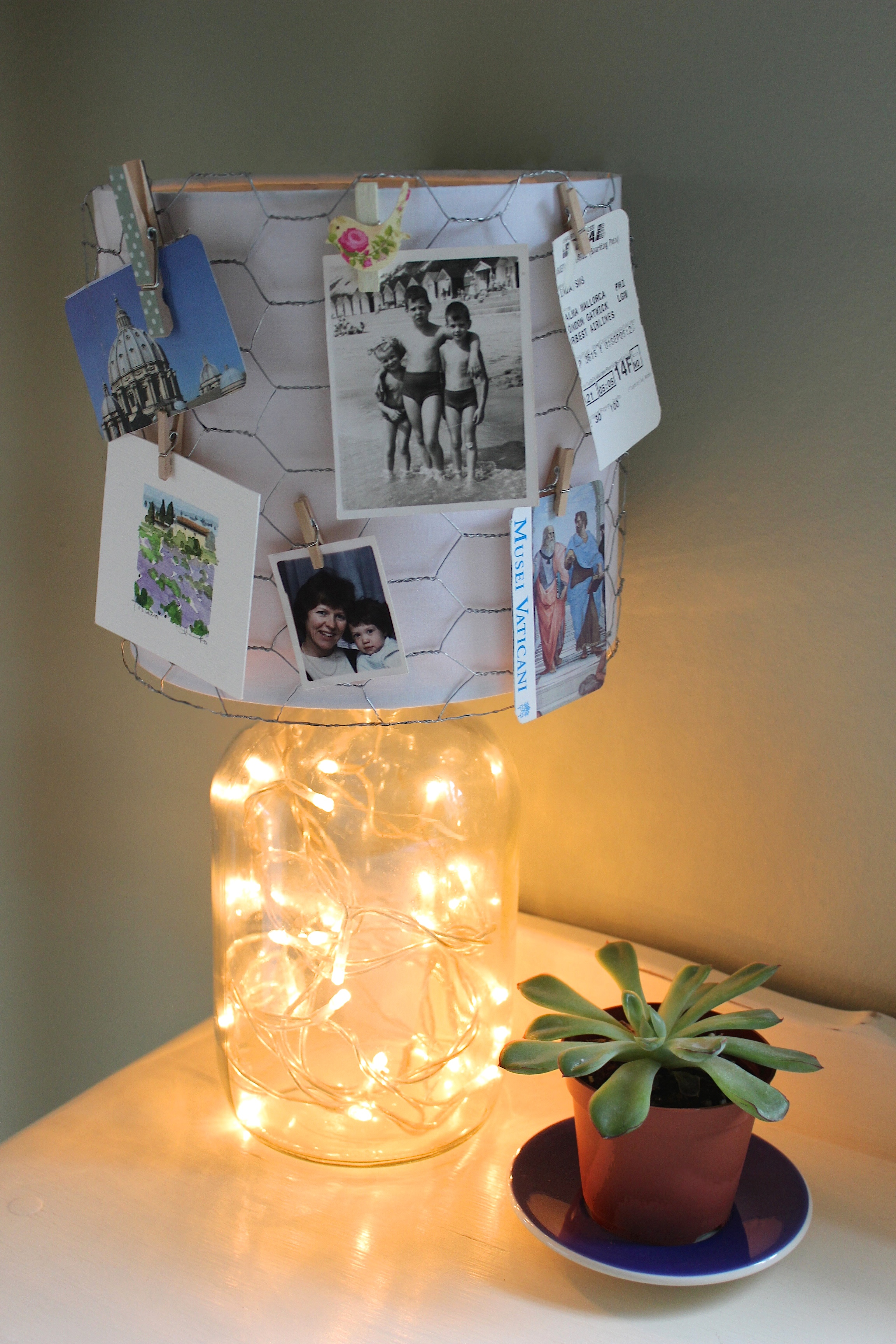 Diy how to make a fairy light lamp with photo holder for Nachttischlampe vintage